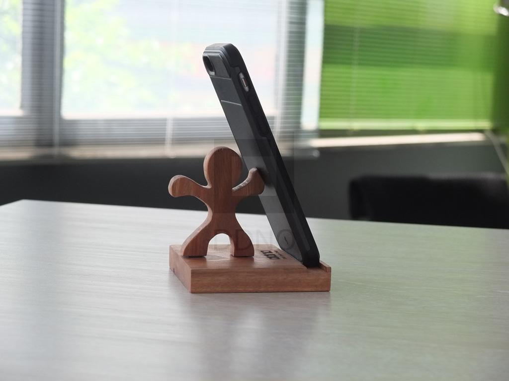 محصولات دیدینو -پایه نگهدارنده تبلت و موبایل آدمک چوبی