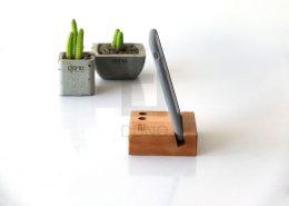 پایه نگهدارنده تلفن همراه و دو قلم