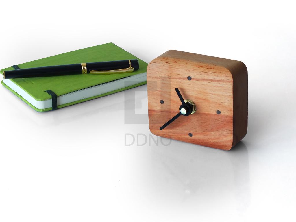 اسپیکر آگوستیگ و ساعت چوبی
